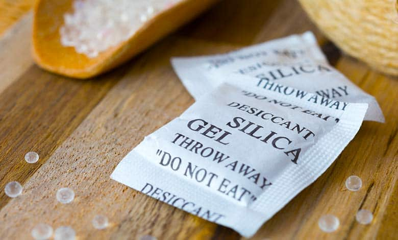 How does silica gel work